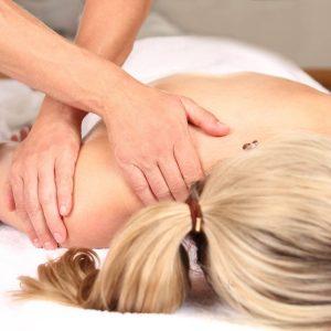 Professionelle Massage einer Frau