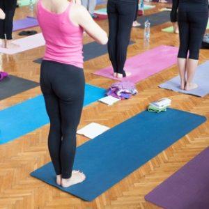 Sportgruppe beim Yoga
