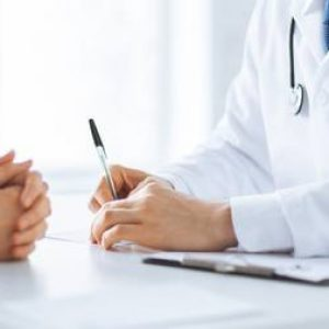 Patient wird von einem Arzt beraten