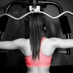 Auch Frauen schaffen mit dem richtigen Training mehrere Klimmzüge.