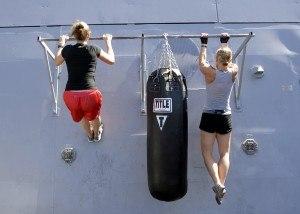 Klimmzüge sind ein tolles Workout für fast den ganzen Körper.