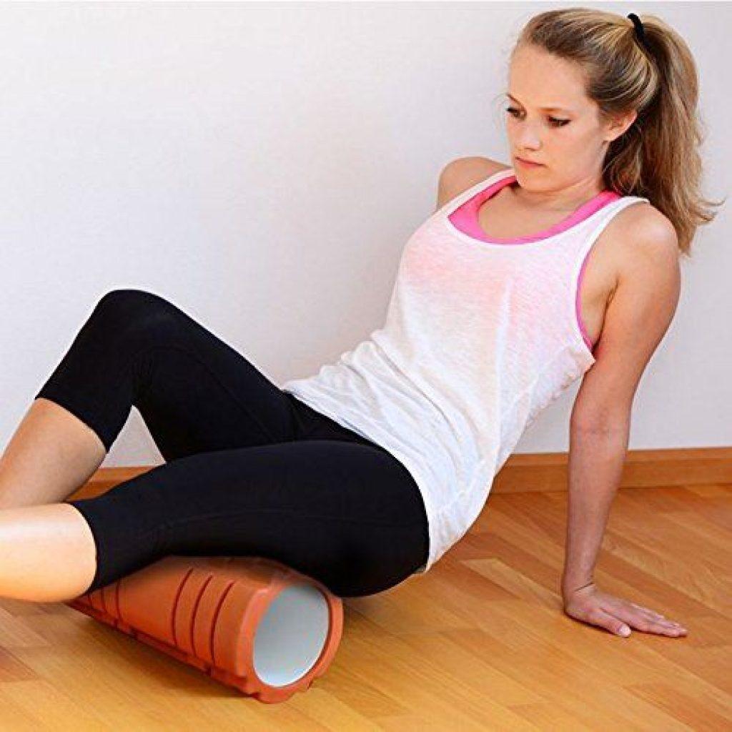 Faszien lösen mit verschiedene Übungen und der Faszienrolle.
