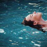 Schwimmen lernt inzwischen fast jeder.