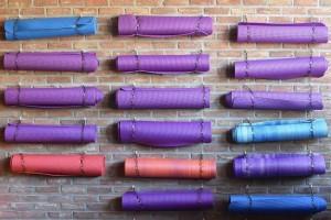 Es gibt verschiedene Arten von Yogamatten. Welche passt zu mir?