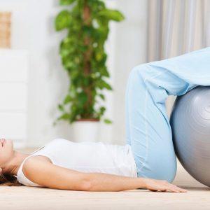 Die wichtigsten Übungen mit dem Gymnastikball, finden Sie in unserem Ratgeber.