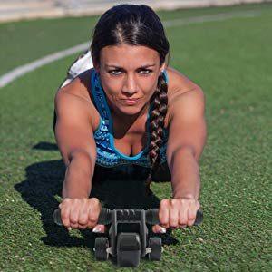 """Gerade Bauchmuskeln mit dem """"3-Wheeler"""" trainieren."""