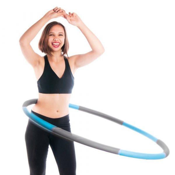 Das Training mit dem Hula Hoop Reifen ist sehr effektiv.