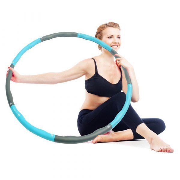 Erfahren Sie in diesem Ratgeber die wichtigsten Übungen mit dem Hula Hoop Reifen.