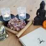 Es gibt ein paar nützliche Hilfsmitteln für die Yogasession.